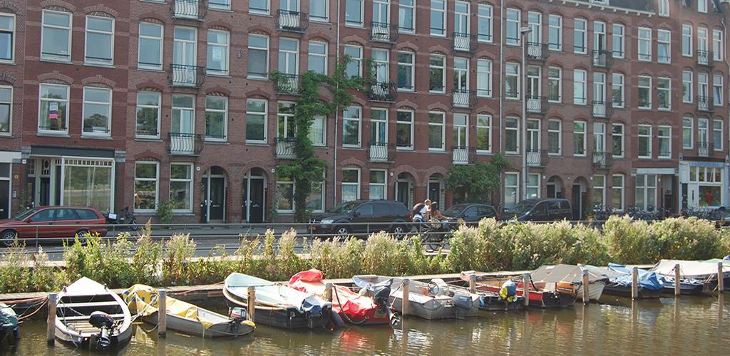 Pacific Parc - Uitzicht over de Haarlemmerweg